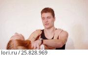 Young couple fooling like children at studio. Стоковое видео, видеограф Илья Насакин / Фотобанк Лори