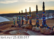 Купить «Озеро Байкал, мыс Бурхан на Ольхоне и ритуальные столбы на восходе солнца», фото № 25830017, снято 21 февраля 2020 г. (c) Овчинникова Ирина / Фотобанк Лори