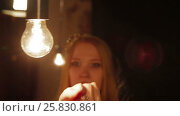 Купить «Woman fashion model and lighting bulb», видеоролик № 25830861, снято 10 марта 2017 г. (c) Илья Насакин / Фотобанк Лори