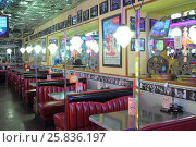 Купить «MOSCOW - JAN 21, 2015: Tables with leather red sofas and cinema attributes on the walls of the American restaurant Beverly Hills Diner», фото № 25836197, снято 21 января 2015 г. (c) Losevsky Pavel / Фотобанк Лори