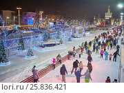Купить «MOSCOW, RUSSIA - JAN 24, 2015: People on scating rink in evening time at VDNKh. Ice skating rink at VDNKh is the largest in Europe - an area more than 20000 square meters.», фото № 25836421, снято 24 января 2015 г. (c) Losevsky Pavel / Фотобанк Лори