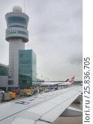 Купить «SEOUL, SOUTH KOREA - NOV 8, 2015: Landing in airport Incheon, airport is largest aviation hub of country», фото № 25836705, снято 8 ноября 2015 г. (c) Losevsky Pavel / Фотобанк Лори