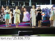 Купить «MOSCOW - MAR 14, 2015: Models with a device in hands on the hi-tech fashion at the Third International Exhibition MATE 2015 in Exhibition Center Sokolniki», фото № 25836773, снято 14 марта 2015 г. (c) Losevsky Pavel / Фотобанк Лори
