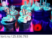 Купить «MOSCOW – APR 26, 2015: Tasty muffins decorated with cream on the celebration of glossy magazine LF city birthday», фото № 25836793, снято 26 апреля 2015 г. (c) Losevsky Pavel / Фотобанк Лори