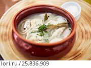 Купить «Ceramic pot with boiled pelmeni and bowl with sauce.», фото № 25836909, снято 20 августа 2016 г. (c) Losevsky Pavel / Фотобанк Лори