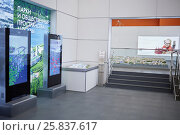 Купить «MOSCOW, RUSSIA - DEC 20, 2014: Hall with lightboxes and layout of city at VDNKH exhibition. Parks and public spaces of Moscow.», фото № 25837617, снято 20 декабря 2014 г. (c) Losevsky Pavel / Фотобанк Лори