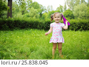 Купить «Little cute happy girl throws paper airplane in summer park», фото № 25838045, снято 24 июня 2015 г. (c) Losevsky Pavel / Фотобанк Лори