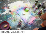Купить «Young man draws a picture with spray paints», фото № 25838781, снято 26 июня 2015 г. (c) Losevsky Pavel / Фотобанк Лори