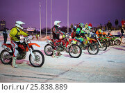 Купить «MOSCOW - FEB 14, 2015: Participants Winter Cup motocross on motorcycle in Krylatskoye in the evening», фото № 25838889, снято 14 февраля 2015 г. (c) Losevsky Pavel / Фотобанк Лори