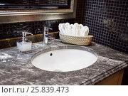 Купить «Wash bowl, mixing taps and basket with fresh towels in bathroom», фото № 25839473, снято 28 декабря 2014 г. (c) Losevsky Pavel / Фотобанк Лори