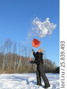 Купить «Boy in clearing in winter woods vigorously tosses snow shovel», фото № 25839493, снято 29 декабря 2014 г. (c) Losevsky Pavel / Фотобанк Лори