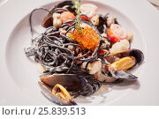Купить «Mussels, red caviar and vegetables mix on white plate», фото № 25839513, снято 29 июня 2015 г. (c) Losevsky Pavel / Фотобанк Лори