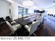 Купить «Bright and spacious conference hall with long negotiating table and white chairs in office», фото № 25840113, снято 10 апреля 2014 г. (c) Losevsky Pavel / Фотобанк Лори