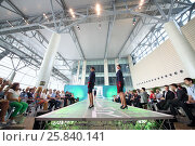 MOSCOW – JUL 09, 2015: Two women shows a uniforms flight attendant at a special screening of uniforms airlines DME RUNVAY in Domodedovo. Редакционное фото, фотограф Losevsky Pavel / Фотобанк Лори