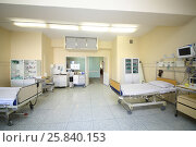 Купить «The intensive care unit with empty spaces for patients in clinic», фото № 25840153, снято 31 августа 2015 г. (c) Losevsky Pavel / Фотобанк Лори