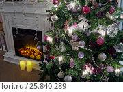 Купить «Decorated Christmas firtree and fireplace in room», фото № 25840289, снято 9 января 2015 г. (c) Losevsky Pavel / Фотобанк Лори