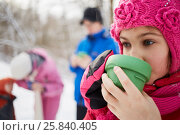 Купить «Close-up girl drinking tea from plastic cup in winter cold day. Mother, father and kid out of focus.», фото № 25840405, снято 10 января 2015 г. (c) Losevsky Pavel / Фотобанк Лори