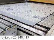 Купить «NOV 29, 2014: Machine works with offset sample for print in Polygraphic complex Pushkinskaya Square», фото № 25840417, снято 29 ноября 2014 г. (c) Losevsky Pavel / Фотобанк Лори