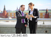 Купить «Businessman and woman with tablet computer talking on the terrace overlooking Kremlin», фото № 25840485, снято 10 апреля 2014 г. (c) Losevsky Pavel / Фотобанк Лори