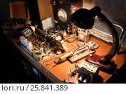 Купить «Workplace repairman old radio», фото № 25841389, снято 18 июля 2015 г. (c) Losevsky Pavel / Фотобанк Лори
