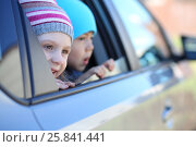 Little girl in striped hat and boy looking out car window. Стоковое фото, фотограф Losevsky Pavel / Фотобанк Лори