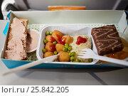 Купить «Portion of food for one passenger in cardboard box at airplane board», фото № 25842205, снято 8 августа 2016 г. (c) Losevsky Pavel / Фотобанк Лори