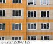 Купить «Фрагмент нового дома с вентилируемым фасадом из керамической плитки», фото № 25847185, снято 16 марта 2017 г. (c) Вячеслав Палес / Фотобанк Лори