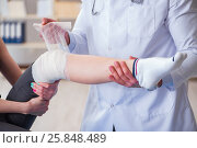 Купить «Traumatologist is taking care of the patient», фото № 25848489, снято 9 февраля 2017 г. (c) Elnur / Фотобанк Лори