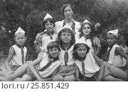 Пионерский отряд в Анапе. 1940 год (2016 год). Редакционное фото, фотограф Михаил Хорошкин / Фотобанк Лори