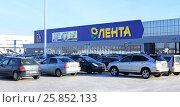 "Город Омск, гипермаркет ""Лента"", парковка, фото № 25852133, снято 29 января 2017 г. (c) Виктор Топорков / Фотобанк Лори"