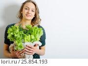 Купить «Girl holding a bag of salad leaves, organic food, copy space», фото № 25854193, снято 3 февраля 2017 г. (c) Афанасьева Ольга / Фотобанк Лори