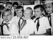Купить «Пионерский отряд на экскурсии по реке на катере. 1968 год», эксклюзивное фото № 25858481, снято 15 июля 1968 г. (c) A Челмодеев / Фотобанк Лори