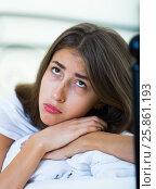 Ordinary teenage girl with sad look in bed. Стоковое фото, фотограф Яков Филимонов / Фотобанк Лори