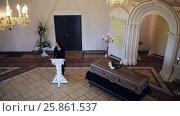 Купить «sad woman and coffin at funeral in orthodox church», видеоролик № 25861537, снято 22 марта 2017 г. (c) Syda Productions / Фотобанк Лори