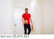 Купить «man delivering coffee and food to customer home», фото № 25871561, снято 3 декабря 2016 г. (c) Syda Productions / Фотобанк Лори