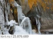 Купить «Ледяные наплески и сосульки в гроте на мысе Саган-Заба, озеро Байкал», фото № 25876689, снято 6 августа 2020 г. (c) Овчинникова Ирина / Фотобанк Лори