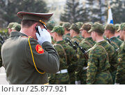 Купить «Military officer speaks on mobile phone», фото № 25877921, снято 9 мая 2009 г. (c) Александр Подшивалов / Фотобанк Лори