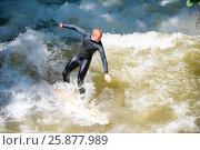 Купить «Boarders surfing on the Isar river in Munich, Bayern, Germany», фото № 25877989, снято 7 июня 2016 г. (c) Юрий Дмитриенко / Фотобанк Лори