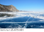 Прозрачный Байкальский лед с трещинами ранней весной. Стоковое фото, фотограф Овчинникова Ирина / Фотобанк Лори