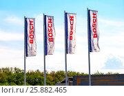 Купить «Флаги с эмблемой компании Bosch на фоне голубого неба», фото № 25882465, снято 3 декабря 2019 г. (c) FotograFF / Фотобанк Лори