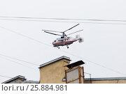Купить «Медицинский вертолет пролетает над городом, Ka-32A11BC», фото № 25884981, снято 3 апреля 2017 г. (c) Евгений Кашпирев / Фотобанк Лори