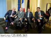 Купить «French Minister of Finance Sapin, French minister of economics Macron, German Minister of economics Gabriel and German and German Minister of Finance Schäuble...», фото № 25895361, снято 20 июля 2019 г. (c) age Fotostock / Фотобанк Лори