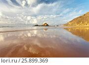 Купить «Португалия. Алгарве. Берег Атлантического океана в отлив. Песчаный пляж Каштележу (Algarve; Praia do Castelejo)», фото № 25899369, снято 26 сентября 2012 г. (c) Виктория Катьянова / Фотобанк Лори