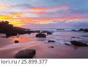 Купить «Живописный морской пейзаж на закате. Атлантический океан. Пляж  Каштележу. Алгарве. Португалия (Algarve; Praia do Castelejo)», фото № 25899377, снято 26 сентября 2012 г. (c) Виктория Катьянова / Фотобанк Лори