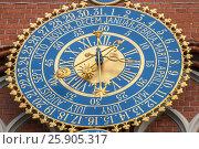 Купить «Detail of astronomical clock on the House of Blackheads, Riga, Latvia», фото № 25905317, снято 20 января 2020 г. (c) BE&W Photo / Фотобанк Лори