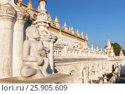 Купить «Atumashi Kyaung Monastery Maha Atulawaiyan Kyaungdawgyi is a Buddhist monastery located near Shwenandaw Monastery in Mandalay, Mianma», фото № 25905609, снято 17 октября 2018 г. (c) BE&W Photo / Фотобанк Лори
