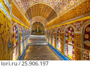 Купить «Temple of the Tooth Relic, famous temple housing tooth relic of the Buddha, UNESCO World Heritage Site, Kandy, Sri Lanka, Asia», фото № 25906197, снято 23 мая 2019 г. (c) BE&W Photo / Фотобанк Лори