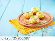 Cakes on a table, Selective focus, Copy space. Стоковое фото, фотограф Наталья / Фотобанк Лори