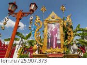 Portrait of the queen mother of Thailand (Sirikit Kitiyakara), at the Temple of the Golden Buddha or Wat Traimit, Bangkok, Thailand. Стоковое фото, агентство BE&W Photo / Фотобанк Лори