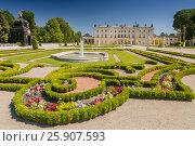 Купить «Gardens of the palace Branicki, the historic complex is a popular place for locals, Bialystok, Poland», фото № 25907593, снято 19 августа 2018 г. (c) BE&W Photo / Фотобанк Лори